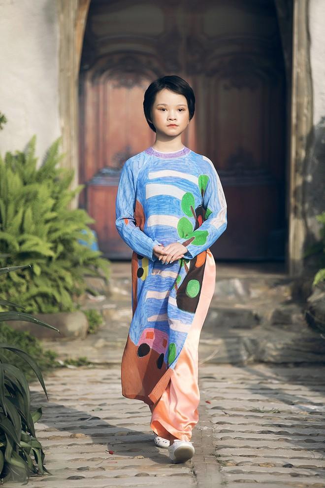 Gia định MC Phan Anh rực rỡ sắc hồng trong ngày thứ 2 của Tuần lễ thời trang thiếu nhi 2018 - Ảnh 5.