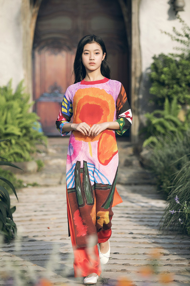 Gia định MC Phan Anh rực rỡ sắc hồng trong ngày thứ 2 của Tuần lễ thời trang thiếu nhi 2018 - Ảnh 4.