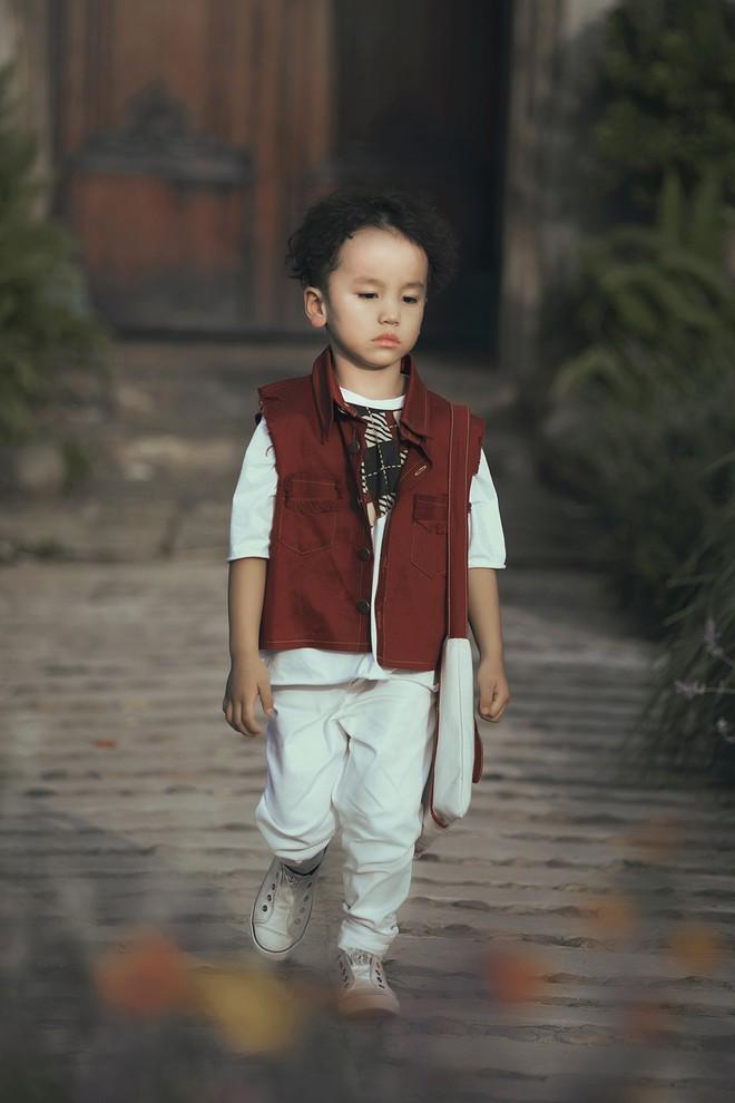 Gia định MC Phan Anh rực rỡ sắc hồng trong ngày thứ 2 của Tuần lễ thời trang thiếu nhi 2018 - Ảnh 16.