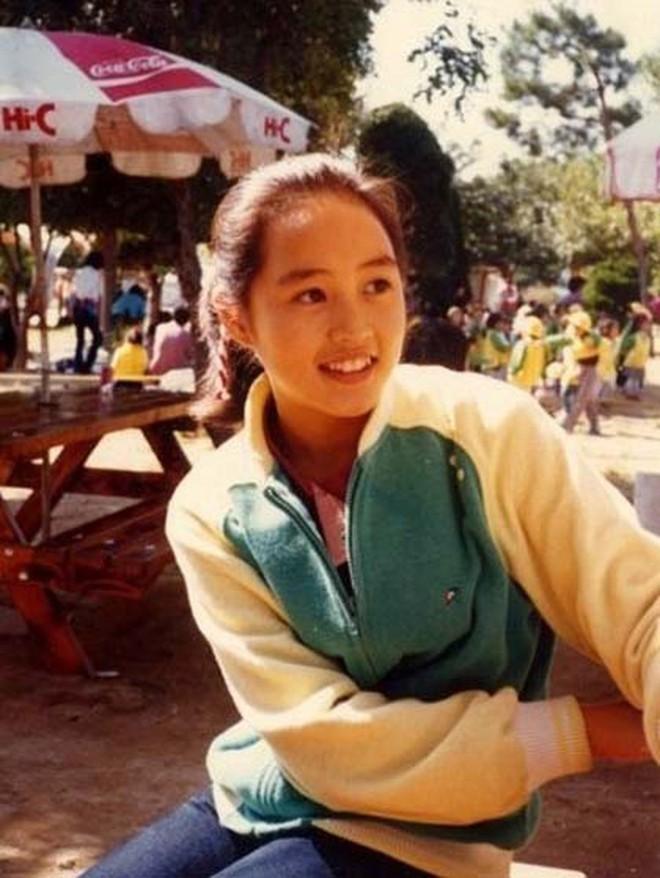 Chị đại Kim Hye Soo: Gái ế đắt giá của showbiz Hàn, chẳng cần bên ai cũng tự mình tỏa hương - Ảnh 1.
