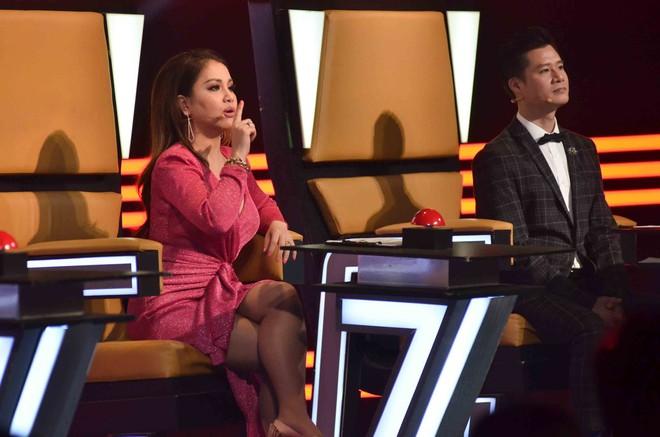 Hoàng Oanh hốt hoảng bảo vệ cô gái 17 tuổi bị thả thính trên truyền hình - Ảnh 2.