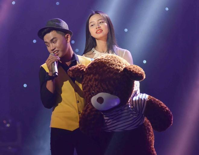 Hoàng Oanh hốt hoảng bảo vệ cô gái 17 tuổi bị thả thính trên truyền hình - Ảnh 10.