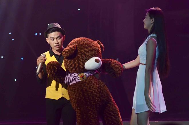 Hoàng Oanh hốt hoảng bảo vệ cô gái 17 tuổi bị thả thính trên truyền hình - Ảnh 11.