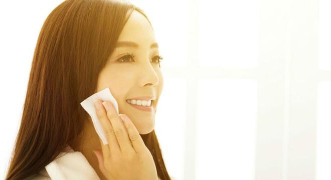 7 bước chăm sóc buổi sáng cho làn da đẹp rực rỡ, mịn màng không tì vết - Ảnh 5.