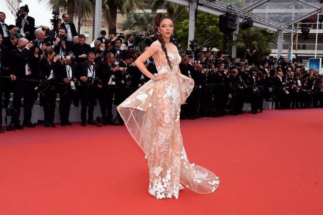 Lý Nhã Kỳ hóa báo đen kiêu kỳ khoe trọn vẹn vẻ đẹp lộng lẫy trên thảm đỏ Cannes - Ảnh 9.