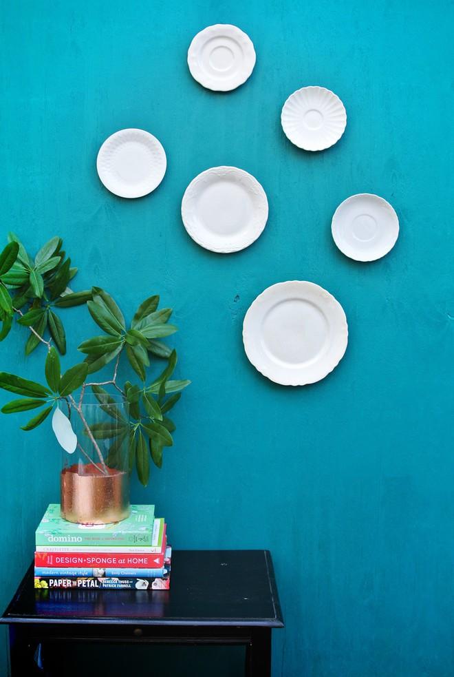 Trang trí tường bằng đĩa vừa rẻ vừa dễ, lại có thể kết hợp được với bất cứ dạng nội thất nào, tại sao bạn không thử? - Ảnh 2.