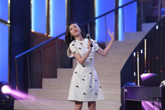 Hoa hậu Kỳ Duyên tập làm chị Nguyệt, thả thính trai đẹp công khai - Ảnh 7.