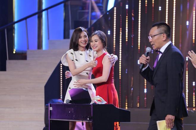 Hoa hậu Kỳ Duyên tập làm chị Nguyệt, thả thính trai đẹp công khai - Ảnh 9.