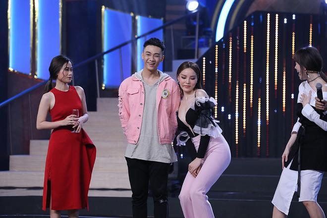 Hoa hậu Kỳ Duyên tập làm chị Nguyệt, thả thính trai đẹp công khai - Ảnh 4.