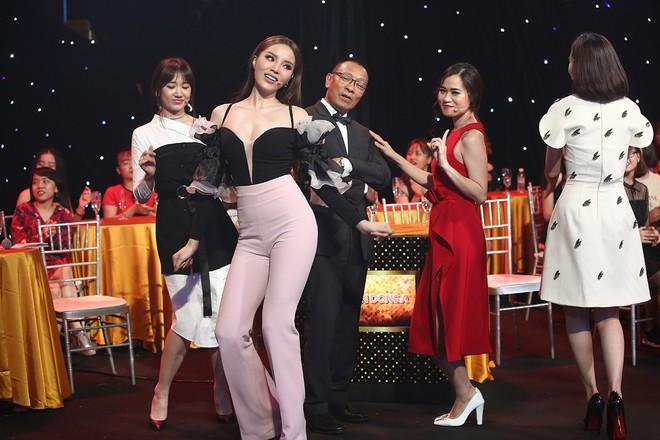 Hoa hậu Kỳ Duyên tập làm chị Nguyệt, thả thính trai đẹp công khai - Ảnh 5.