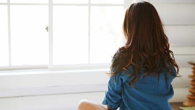Cơn đau bụng có thể là biểu hiện của những căn bệnh nguy hiểm nếu đi kèm với các dấu hiệu sau - Ảnh 1.