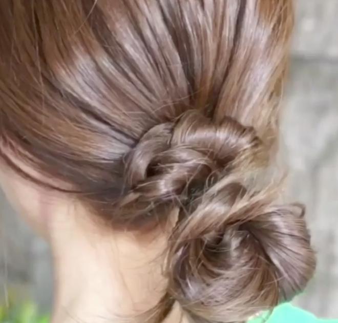 Hè nắng nóng mà không kịp chải chuốt thì cứ chọn 2 kiểu tóc vừa mát vừa nhanh gọn này - Ảnh 9.