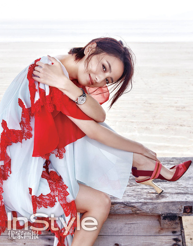 """Diện chung 1 chiếc váy, Miranda Kerr khi bụng bầu vượt mặt vẫn đẹp chẳng kém """"mỹ nhân Tân Cương"""" Đồng Lệ Á - Ảnh 2."""