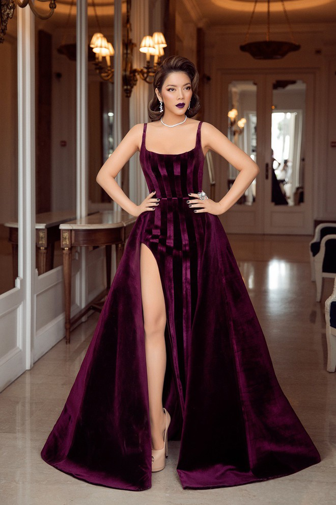Không còn là quý cô báo đen, Lý Nhã Kỳ sang chảnh hết mức trong bộ váy nhung huyền bí - Ảnh 3.