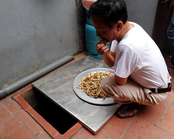 Hà Nội: Hàng nghìn hộ dân hơn 10 năm qua phải ngậm đắng sử dụng nước từ nguồn nước đen, bốc mùi hôi thối - ảnh 8