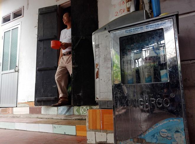 Hà Nội: Hàng nghìn hộ dân hơn 10 năm qua phải ngậm đắng sử dụng nước từ nguồn nước đen, bốc mùi hôi thối - ảnh 7