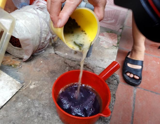 Hà Nội: Hàng nghìn hộ dân hơn 10 năm qua phải ngậm đắng sử dụng nước từ nguồn nước đen, bốc mùi hôi thối - ảnh 1