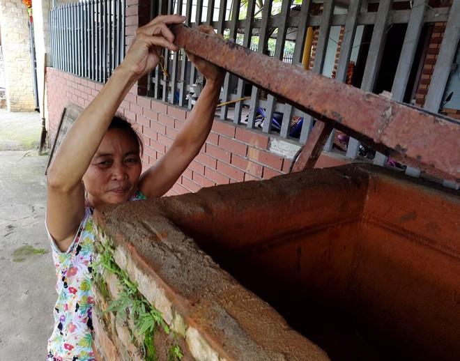 Hà Nội: Hàng nghìn hộ dân hơn 10 năm qua phải ngậm đắng sử dụng nước từ nguồn nước đen, bốc mùi hôi thối - ảnh 3