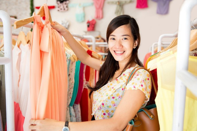 Nắm được 4 bí quyết này, việc mua sắm quần áo giày dép ngoài tiệm hay qua mạng sẽ không bao giờ phải hối tiếc - Ảnh 1.