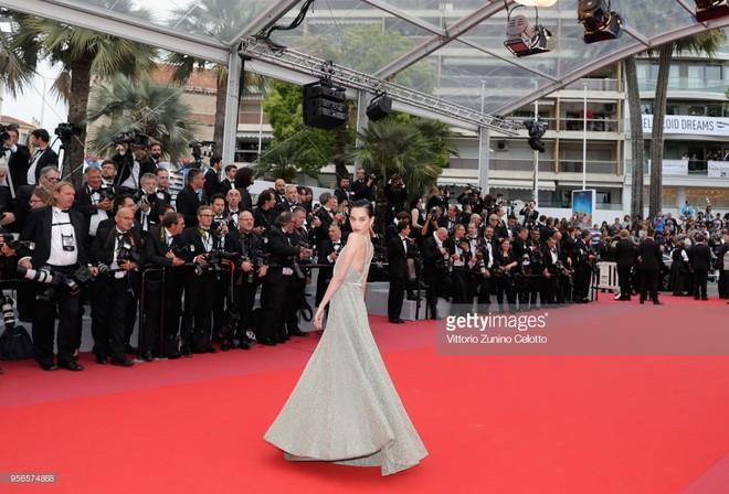 Không phải Phạm Băng Băng, đây mới là mỹ nhân châu Á có những khoảnh khắc thần sầu nhất tại thảm đỏ Cannes - Ảnh 11.