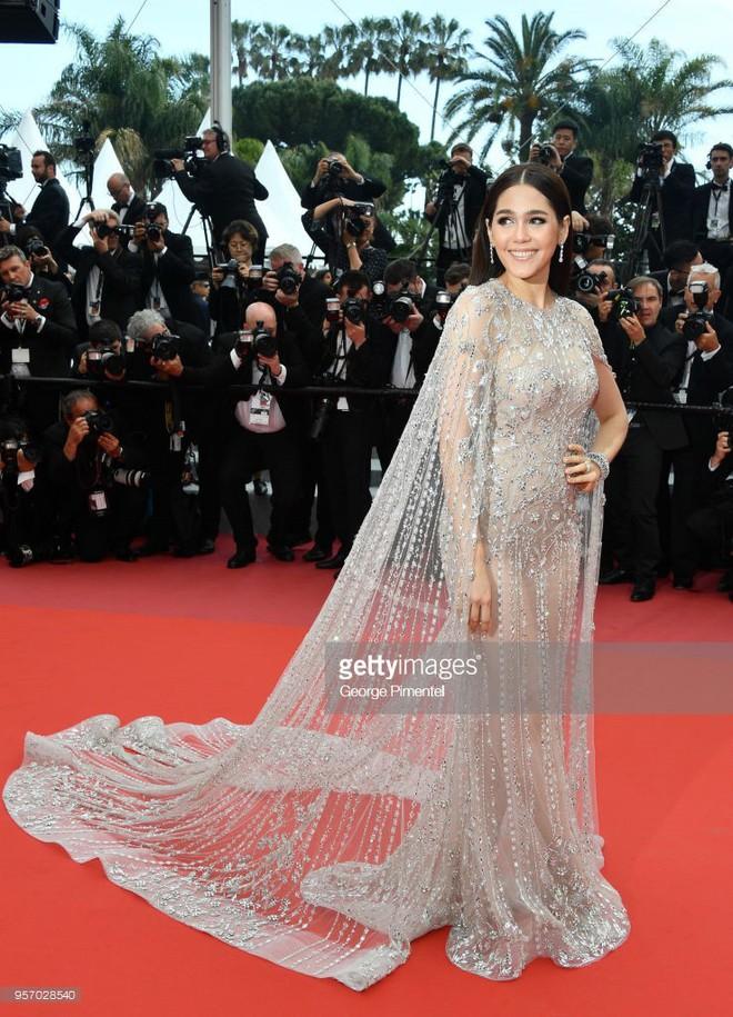 Thảm đỏ LHP Cannes ngày 3: Không có Phạm Băng Băng, mỹ nhân Thái Lan trở thành ngôi sao Châu Á thống trị thảm đỏ Cannes - Ảnh 1.