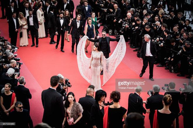 Thảm đỏ LHP Cannes ngày 3: Không có Phạm Băng Băng, mỹ nhân Thái Lan trở thành ngôi sao Châu Á thống trị thảm đỏ Cannes - Ảnh 3.