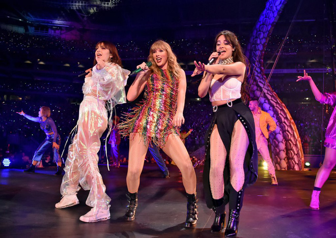 Thời trang tour diễn Reputation: Taylor Swift thay đồ 9 lần, dù béo lên nhưng diện bộ nào cũng sexy và quyền lực - Ảnh 14.