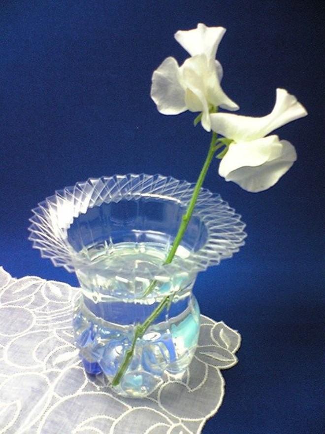 Muôn vàn cách tái chế đồ dùng độc đáo, hay ho từ chai nhựa bỏ đi - Ảnh 22.