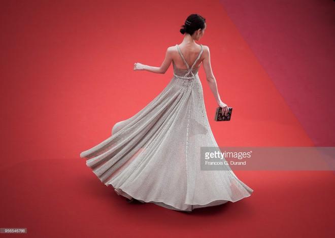 Không phải Phạm Băng Băng, đây mới là mỹ nhân châu Á có những khoảnh khắc thần sầu nhất tại thảm đỏ Cannes - Ảnh 4.