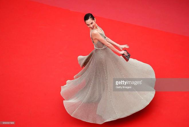 Không phải Phạm Băng Băng, đây mới là mỹ nhân châu Á có những khoảnh khắc thần sầu nhất tại thảm đỏ Cannes - Ảnh 7.