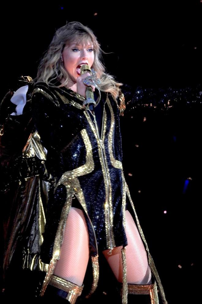 Thời trang tour diễn Reputation: Taylor Swift thay đồ 9 lần, dù béo lên nhưng diện bộ nào cũng sexy và quyền lực - Ảnh 8.
