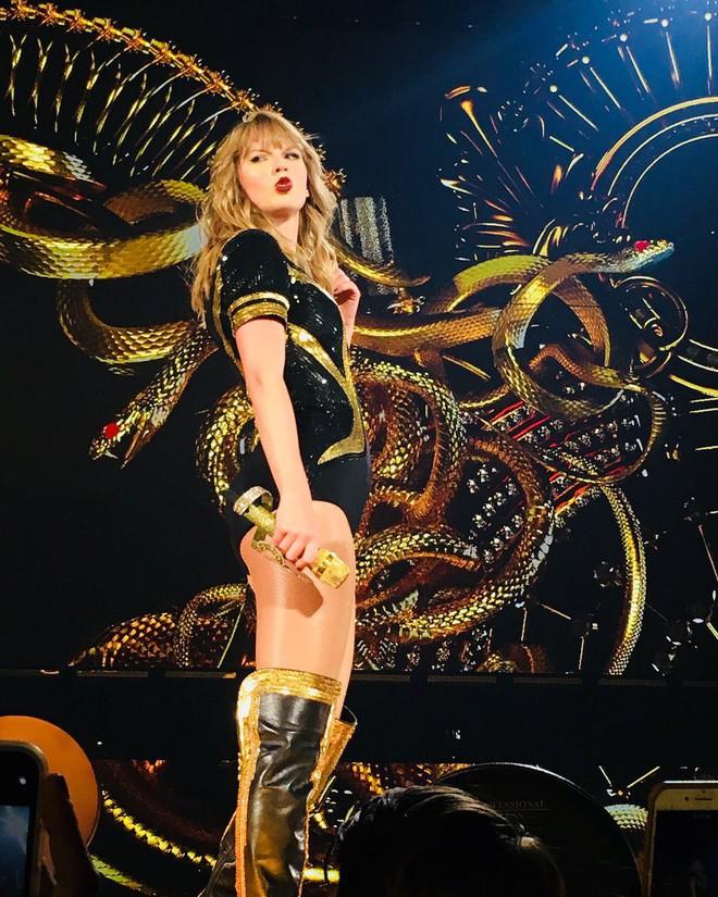 Thời trang tour diễn Reputation: Taylor Swift thay đồ 9 lần, dù béo lên nhưng diện bộ nào cũng sexy và quyền lực - Ảnh 9.