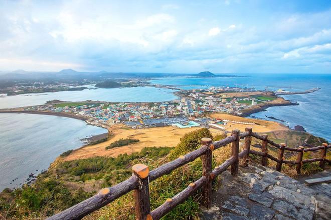 Vì sao du khách mê đảo Jeju như điếu đổ - Ảnh 1.