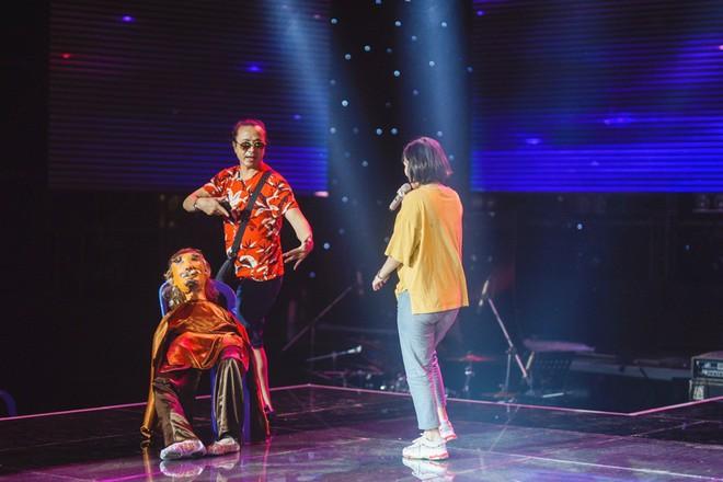Học trò Lê Minh Sơn cõng chồng lên sân khấu trong đêm Chung kết Sing my song - Ảnh 5.