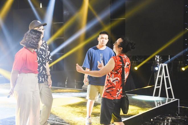 Học trò Lê Minh Sơn cõng chồng lên sân khấu trong đêm Chung kết Sing my song - Ảnh 8.