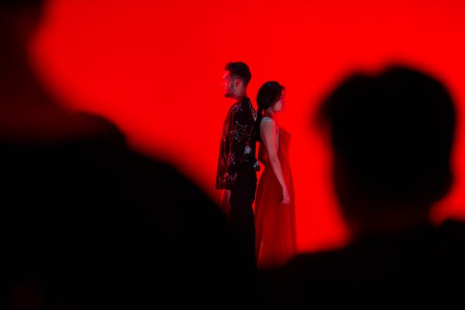 Đụng độ với Sơn Tùng M-TP chưa đủ, Bích Phương còn đụng với loạt mỹ nhân Vbiz trong chiếc váy đỏ quốc dân - Ảnh 2.
