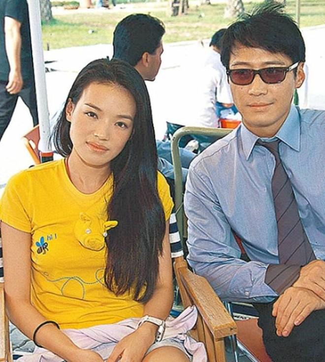 Chùm ảnh quý hiếm của dàn sao TVB: Thanh xuân rực rỡ của thế hệ 7X, 8X bỗng chốc thu nhỏ lại chỉ bằng những bức ảnh cũ, đã sờn màu - ảnh 8