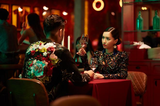Không chỉ huyền ảo, ma mị trong từng cảnh quay, trang phục trong MV mới của Bích Phương cũng khiến người xem nổi da gà vì quá đẹp - Ảnh 7.