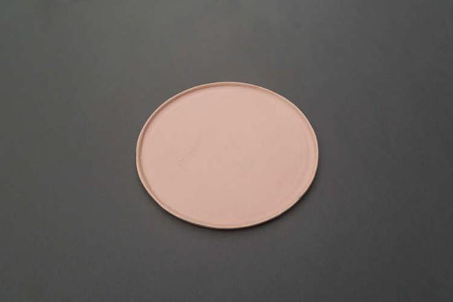 Những mẫu đĩa sứ thanh lịch cho bữa ăn ở nhà sang như khách sạn 5 sao - Ảnh 2.