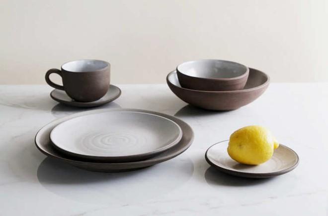 Những mẫu đĩa sứ thanh lịch cho bữa ăn ở nhà sang như khách sạn 5 sao - Ảnh 4.