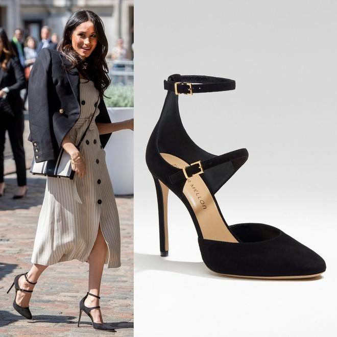 Chỉ chưa đầy 3 năm, tủ giày của Meghan Markle đã nhân lên gấp 3, ước tính giá trị lên đến hơn 2 tỷ đồng - Ảnh 4.