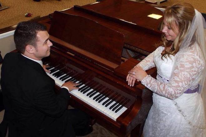 Hồi bé cùng làm phù dâu, phù rể trong đám cưới nhưng ghét chẳng thèm nhìn mặt, 17 năm sau cặp đôi viết nên câu chuyện tình yêu đẹp như mơ - Ảnh 4.