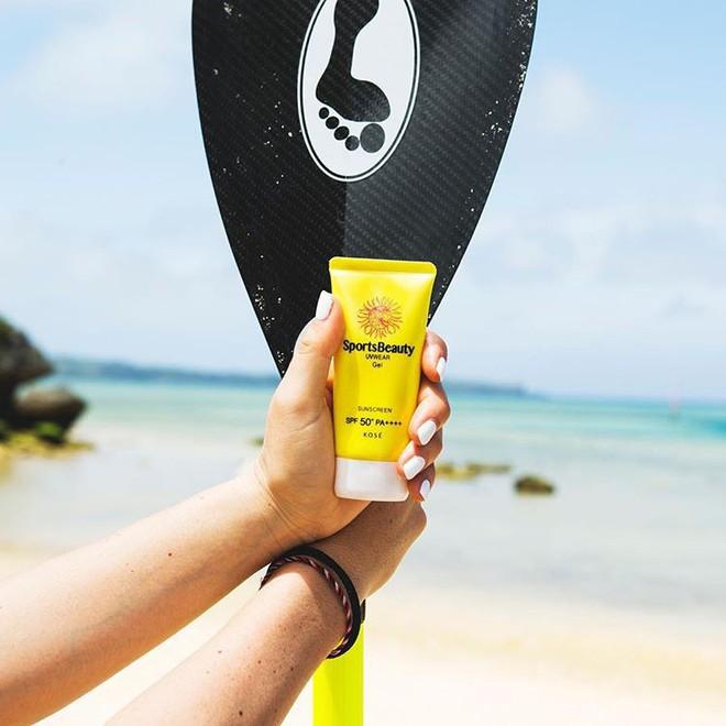 6 lọ kem chống nắng vô địch về cả chỉ số SPF lẫn khả năng chống thấm nước bạn nên sắm đi biển hè này - Ảnh 7.