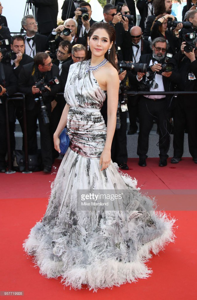 Chẳng phải Phạm Băng Băng hay dàn sao Hollywood, mỹ nhân Thái Chompoo Araya mới là người chiếm sóng thảm đỏ trong 5 ngày ở Cannes - Ảnh 10.