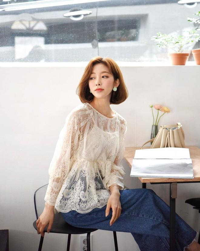 10 gợi ý mặc đồ với chất liệu ren mỏng mát cho nàng công sở những ngày trời nắng nóng - Ảnh 4.
