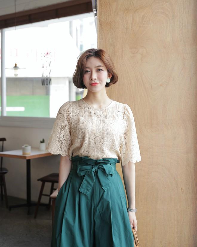 10 gợi ý mặc đồ với chất liệu ren mỏng mát cho nàng công sở những ngày trời nắng nóng - Ảnh 5.
