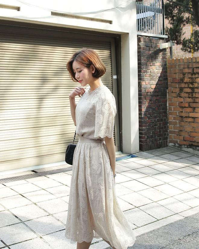 10 gợi ý mặc đồ với chất liệu ren mỏng mát cho nàng công sở những ngày trời nắng nóng - Ảnh 6.