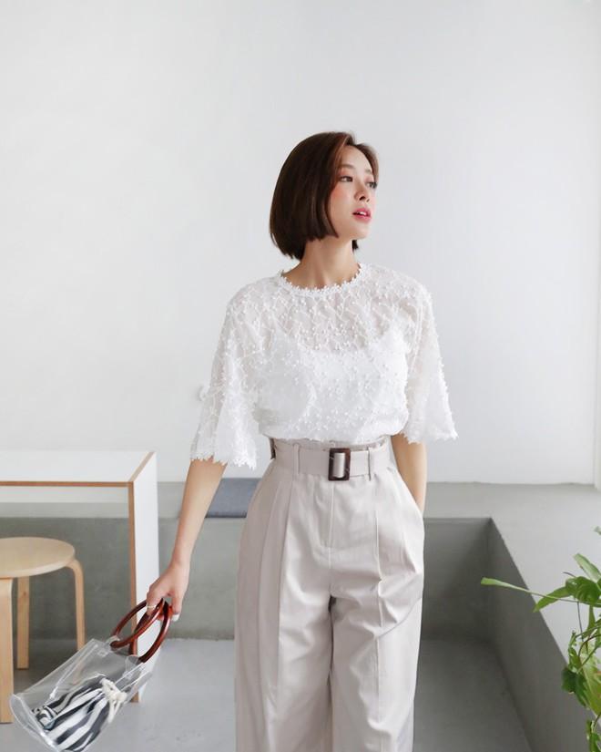 10 gợi ý mặc đồ với chất liệu ren mỏng mát cho nàng công sở những ngày trời nắng nóng - Ảnh 7.