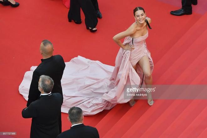 Mỹ nhân thị phi nhất Thái Lan lúng túng vì bộ đầm dài cồng kềnh khó kiểm soát tại Cannes 2018  - Ảnh 3.