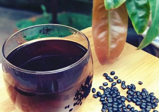 Vào mùa hè, nhất định không được bỏ qua những món ăn thuốc làm đẹp da, giải nhiệt này từ đậu đen - Ảnh 2.